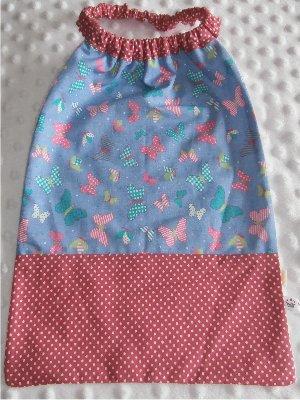 Serviette élastiquée bébé/enfant Papillons bleu / rose pois blanc